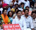 Navjot Kaur Sidhu stages a demonstration