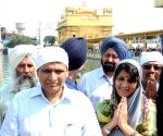 Suresh Prabhu visits Golden Temple