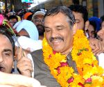 Vijay Sampla being welcomed at Amritsar Railway station