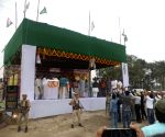 At rallies, Nitish is like Modi - with his own style