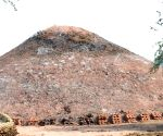 Illegal brick kilns mushroom around Taj