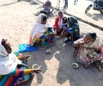 Good Samaritans offer 'langar' to people at Delhi's Burari ground