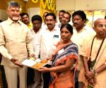 Andhra Pradesh CM inaugurates Annapurna canteen