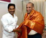 Y. S. Jagan Mohan Reddy meets E. S. L. Narasimhan