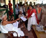 Anganwadi workers meet Lalu Prasad Yadav