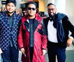 AR Rahman poses with Maroon 5's PJ  Morton at Grammys 2020