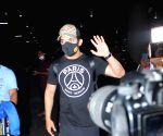 : Mumbai: Arjun Bijlani, Shweta tiwari, Rahul Vaidya, Varun Sood and Vishal Spotted at Airport Arrival