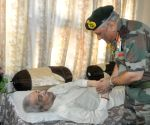 Army Chief meets kin of Param Vir Chakra Captain Salaria