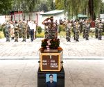 Army pays tributes to braveheart in Kashmir