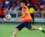 SINGAPORE NATIONAL STADIUM ARSENAL PRE MATCH TRAINING