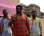 Babul Supriyo defeats Moon Moon Sen to retain Asansol