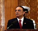 Pakistan government to file reference seeking Zardari's disqualification