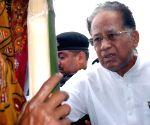 Tarun Gogoi visits Narayanguri Relief Camp