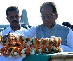 Tarun Gogoi paying tributes to APJ Abdul Kalam