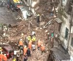 (160720) Mumbai: 3-storied tenement crashes in Malad West