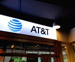 AT&T accused of selectively providing info to analysts
