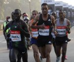 Free Photo: Athletes patisapet 21km run during Airtel Delhi Half Marathon 202O in New Delhi on Sunday
