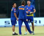 Aussies in IPL transported to Maldives, Hussey stays back