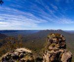 Aus govt urged to halve emissions by 2030