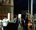 B'luru youth protect temple as riots rage in vicinity