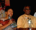 Bachandri Pal first Indian women to climb Everest  in 1984 and former Indian International Hockey player Ashoke Kumar, was given Life Time Achievement by Calcutta Sports Journalist Club in Kolkata on 28th Mar 09.