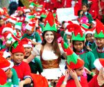 Bangkok (Thailand): Thai people dressed as Santa's Elves gather to break the Guinness World Records