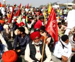 Singhu, Tikri borders still shut, farmers reluctant to go to Burari