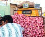 Onions turn costlier than apples in Delhi