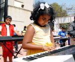 350 children play keyboard at Samsa open stage