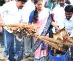 Bengaluru Mayor participates in  'Clean India Campaign'