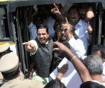 BJP leaders protest against Karnataka Government