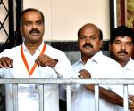 Karnataka: BJP leads in 21, Congress 2, JD-S 2