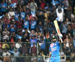 Kohli propels India to challenging 190/4 vs Australia