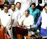 Karnataka CM presents state budget 2015-16