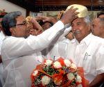 Karnataka CM greets Kerala CM