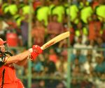 De Villiers, Stoinis power RCB to 202/4 against KXIP