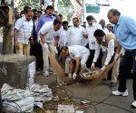 Union Cabinet Ministers participate in Clean India Campaign