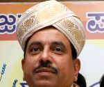 K'taka BJP needs full majority to pass crucial bills: Union ministers