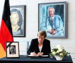 GERMANY BERLIN MERKEL HELMUT KOHL CONDOLENCES BOOK SIGNING