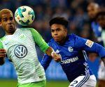 Schalke's McKennie stages armband protest during Bremen clash