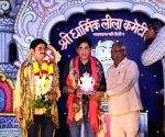 Bhumi attends Dusshera in Delhi as Ramlila fever grips celebs