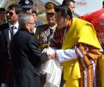 King of Bhutan receives President Mukherjee in Bhutan