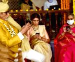 Free Photo: Big B shoots with wife Jaya, daughter Shweta