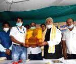 Bihar Agriculture Min felicitates Corona warriors