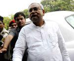 Nitish Kumar arrives to meet Governor