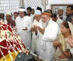Nitish Kumar visits Khanquah Bargah-e-Ishq