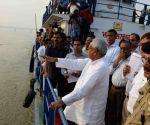 Nitish Kumar inspects Ganga ghats