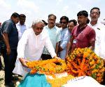 Nitish Kumar pays tributes to L.P. Shahi