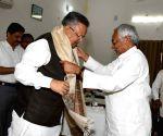 Nitish Kumar meets Chhattisgarh CM