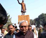 CM Nitish pays tribute to Pandit Jawaharlal Nehru
